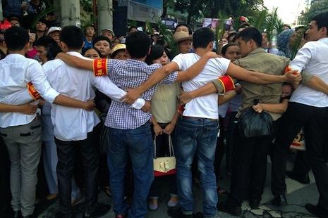 Pastor arrested, rights protesters beaten in Vietnam