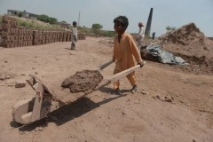 Pakistan activists cautiously welcome new child labor ban