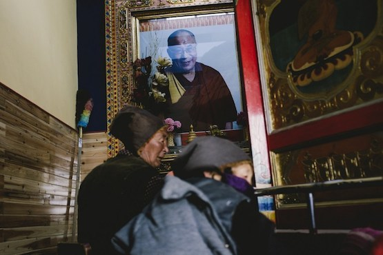 Tibetans resist ban on displaying Dalai Lama's image