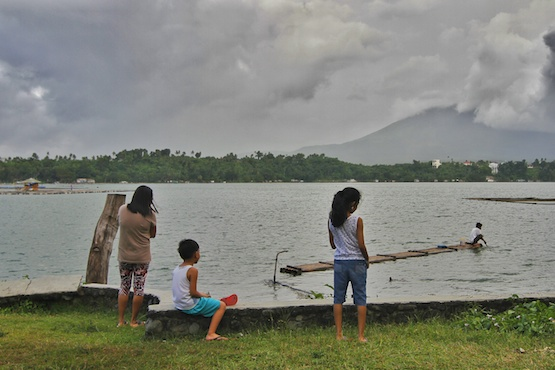 Philippine church groups fight to save largest lake