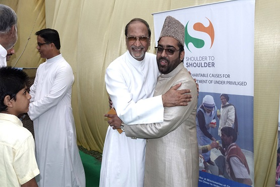 Shia-Sunni joint Eid prayer fosters peace