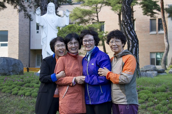 Korean grandmothers complete pilgrimages to 111 holy shrines