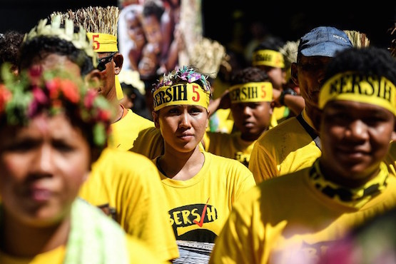 Malaysians turn streets yellow in anti-Najib protest