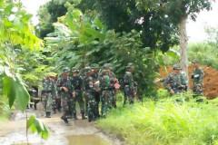 Indonesian farmers resist land grab by soldiers
