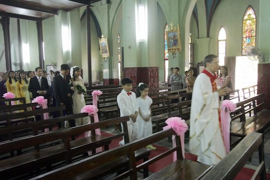 Vietnamese Catholics focus on helping families in need