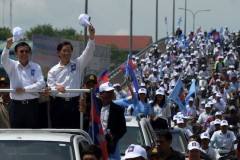 Cambodians go to the polls amid crackdown on dissent