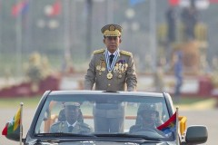 Pope to meet general in charge of Rohingya clearance operations