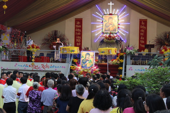Marian devotees told to learn from dogs' qualities