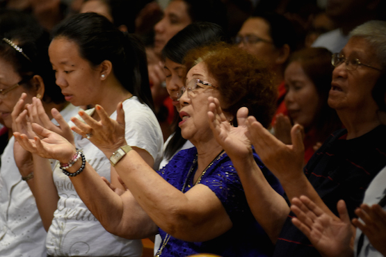 Philippine lay people launch support group for priests