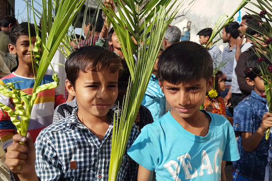 Defiant Palm Sunday procession held in Pakistani village