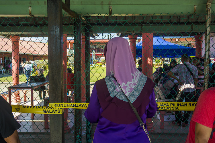 Fear of cheating pervades Malaysian election