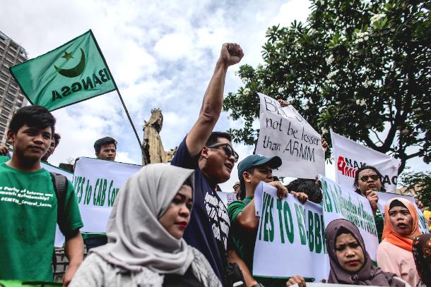 Legislators approve law for new Philippine Muslim region