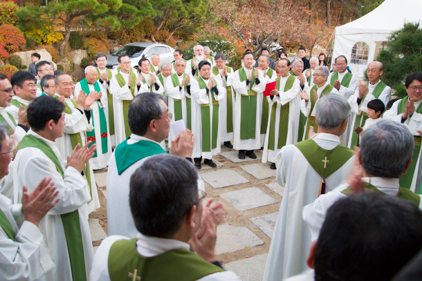Japanese, Korean bishops pledge to listen to youth