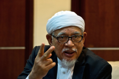 Malaysia's leaders should only be Muslims, says cleric
