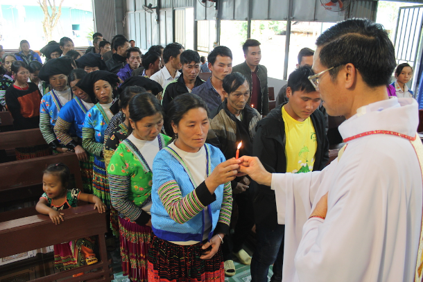 Hmong refugees in Vietnam turn to Catholicism