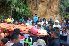 Rescuers not giving up hope of finding mine survivors