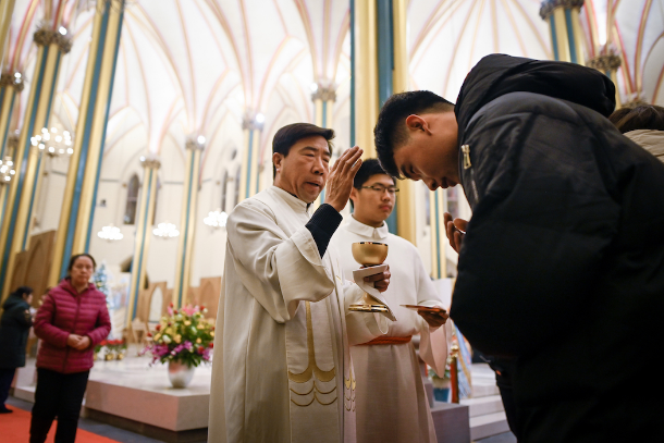 Bishops back Vatican-China deal as step to unity