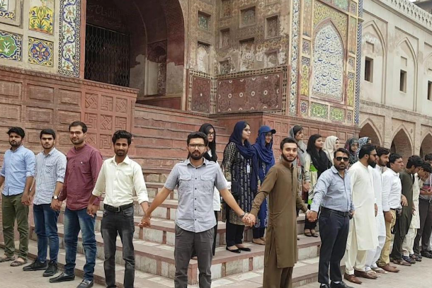 Never break the chain: Students ring mosques in Pakistan