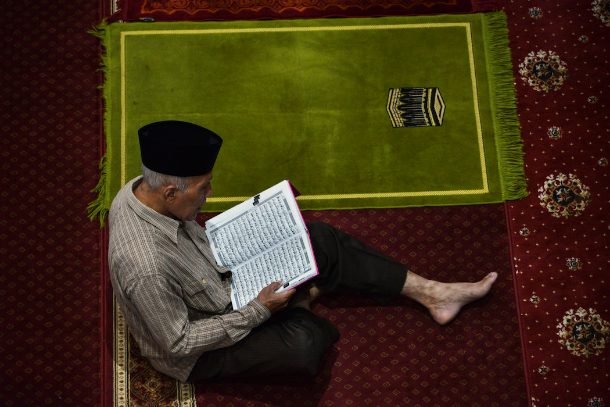 Indonesian Muslims challenge violent Islamic traditions
