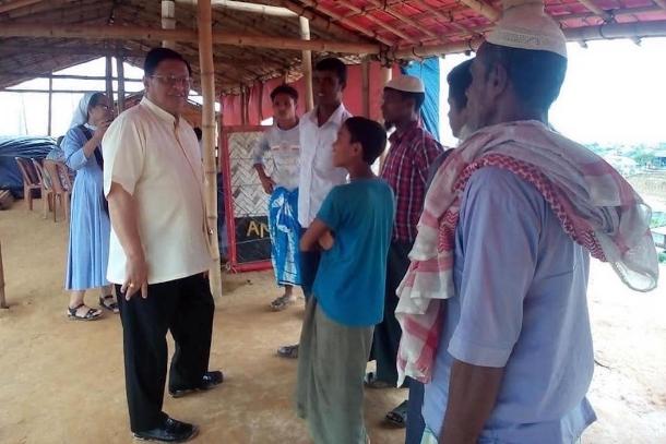 Cardinals of Yangon and Manila visit refugees in Bangladesh