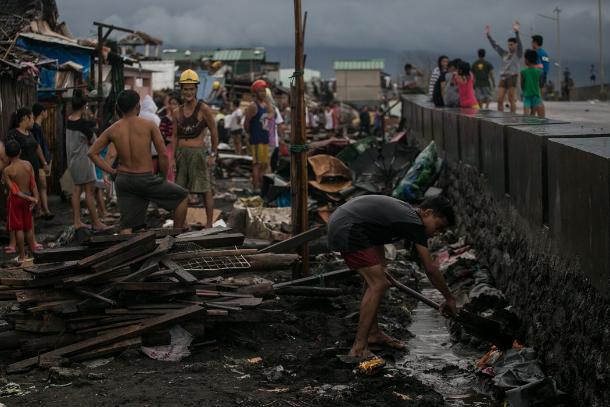 Church agencies start helping Philippine typhoon victims