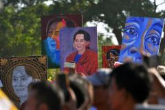Aung San Suu Kyi says genocide claim is 'misleading'