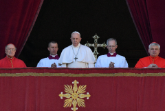 Light of peace stronger than darkness of war, says pope