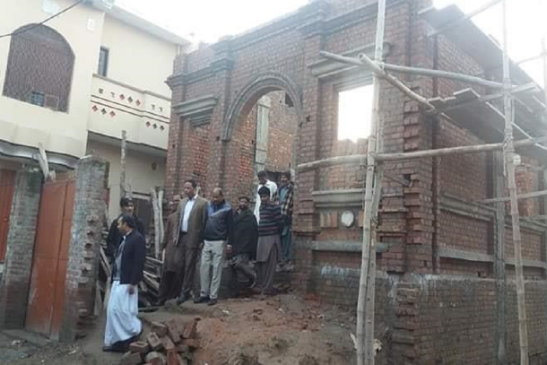 Muslim community helps rebuild Catholic church in Pakistan
