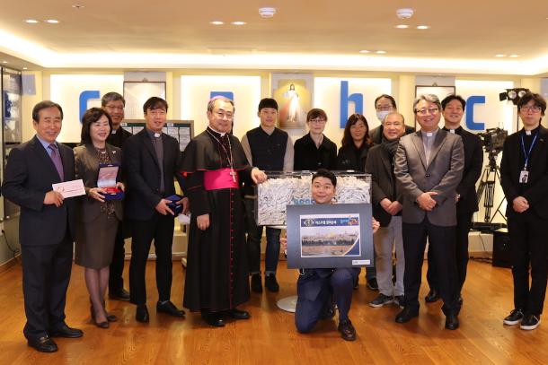 Seoul mates get closer to God in Gospel contest
