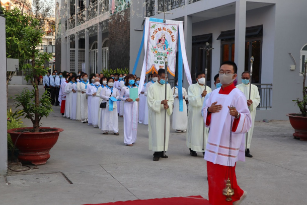 Vietnam archdiocese halts activities to stem Covid-19