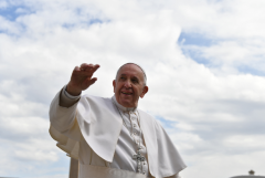 Pope Francis: Young must 'go up to the mountain'