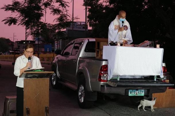 Filipino priest celebrates Masses on a pickup truck