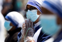 Pandemic calls Christians to change course, pope says