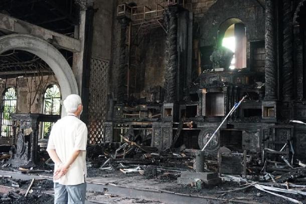 Fire engulfs centuries old Philippine church