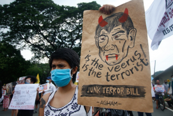 Philippine religious superiors give backing to 'red' nun