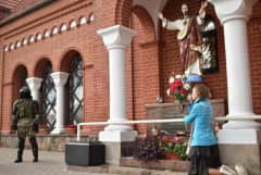 Catholic leaders in Belarus protest after police block church