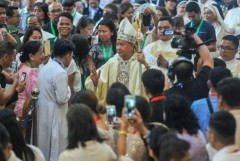 Philippine bishop praised for helping former settlers