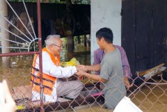 Vietnam dioceses battle to aid flood victims