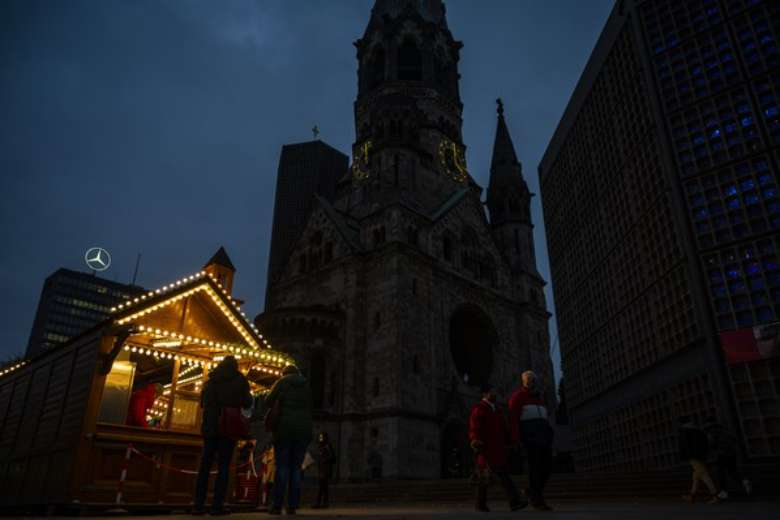 During pandemic, expert urges ban on singing in church at Christmas