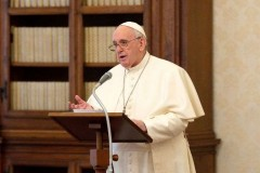 Christians don't form cliques, pope says in Mission Sunday message