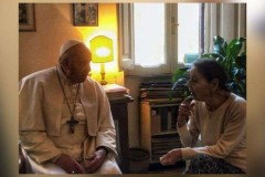 Pope visits holocaust survivor, thanks her for her witness