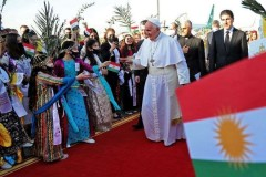 Iraq visit encourages Syrians to welcome pope