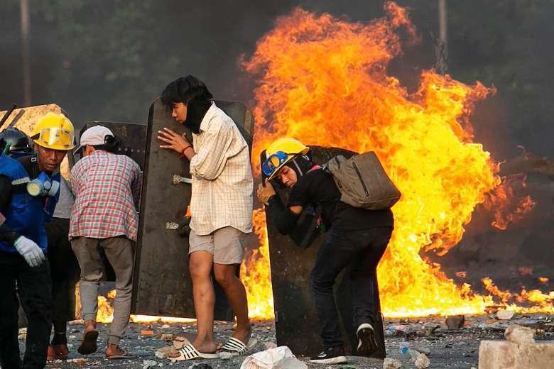 Hundreds of Kachins flee fighting in northern Myanmar