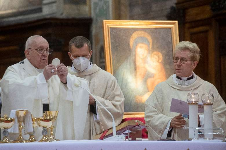 All Catholics can be missionaries of God's mercy, says pope