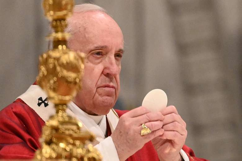 Pope calls on faithful to reject divisive ideologies