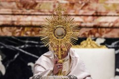 US bishop says norms were never intent of Eucharist document