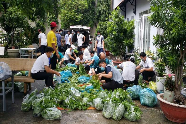 Vietnam Catholics urged to feed and console Covid victims