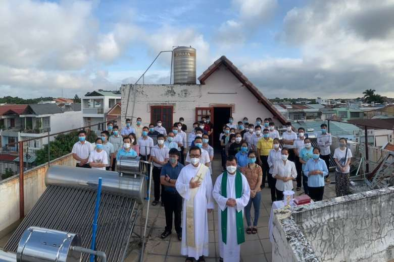 Vietnam's young Catholics must evangelize among youths of other faiths